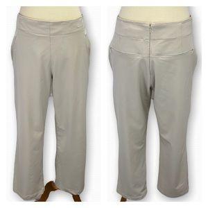 NIKE Dri Fit Woman's Golf Cropped Pant size 4
